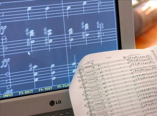 Mexicano crea programa que improvisa sobre partitura musical