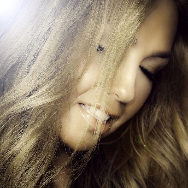 Hay que vivir con mucha pasión: Thalía