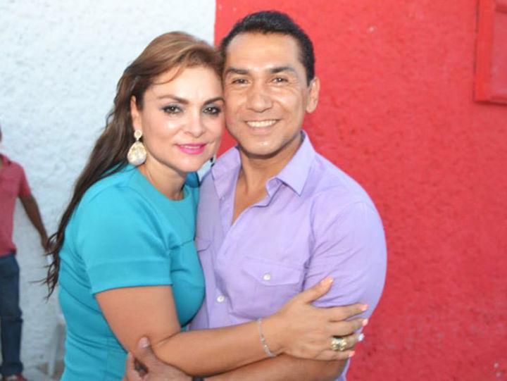 ... José Luis Abarca con su esposa María de los Ángeles Pineda Villa