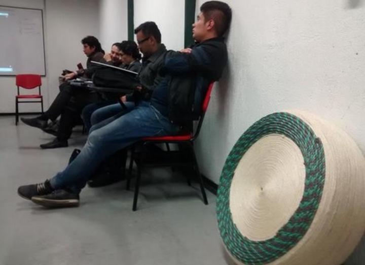 Estudiantes transforman llantas en muebles for Muebles gomez y sierra