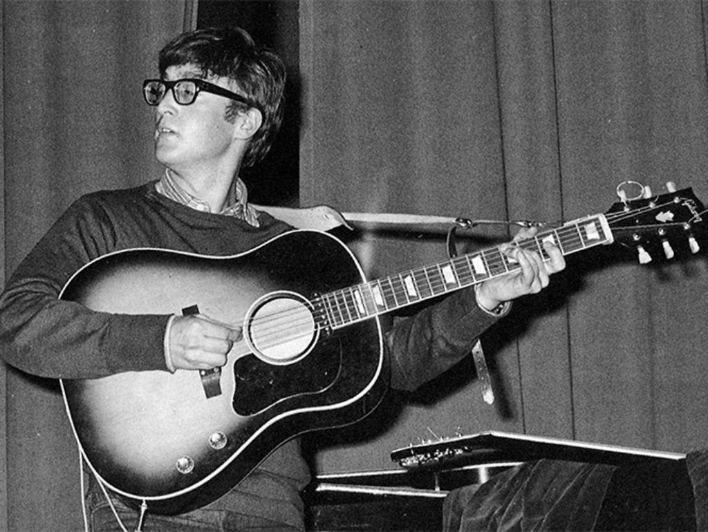 Recuperan guitarra robada a Lennon